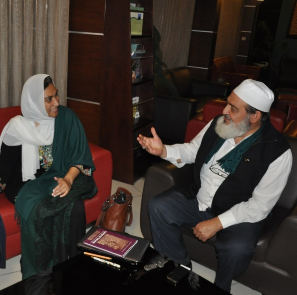 Sh Nadir Dede and Nimah Ismail Nawwab  with Canvas of the Soul -- 1 Konya Oct  15 2014